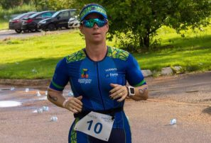 Muere triatleta tras ser herida por bote salvavidas en prueba en Brasil