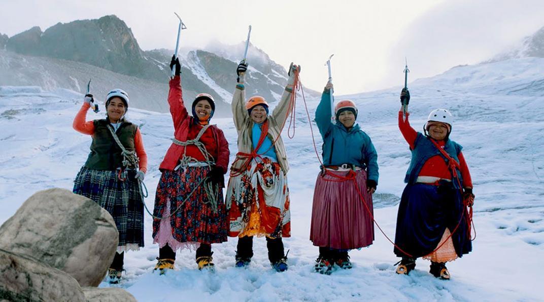 Las cholitas bolivianas sueñan con el Everest