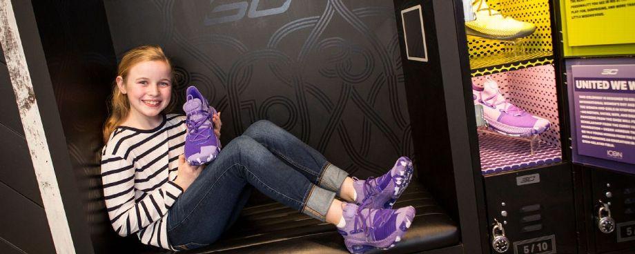 Curry y Under Armour lanzan una linea de zapatillas para mujeres