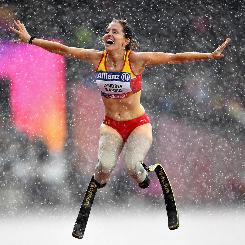 Sara, de perder piernas en accidente a figura paralímpica