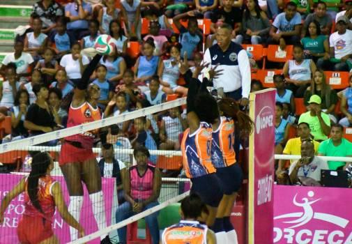 Mirador derrotó 3-0 a Caribeñas y se lleva el primer partido de la final del voleibol