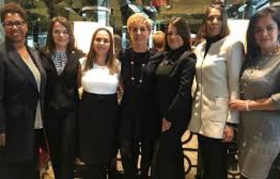 COI premia a la Comisión de Mujer y Deporte de Costa Rica por apoyo a mujeres