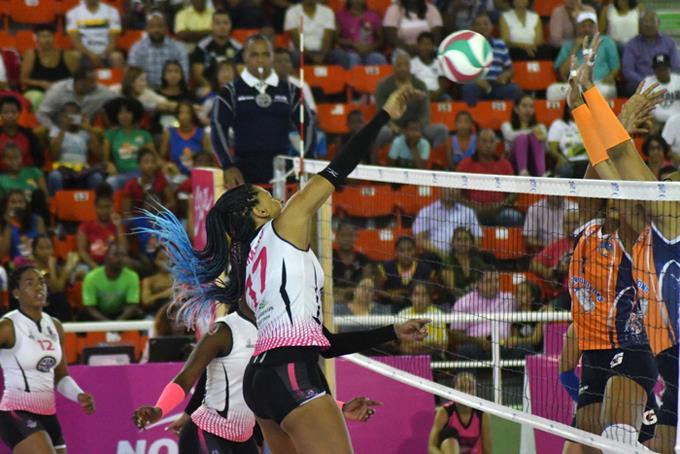 Moreno y Mejía guían Caribeñas a una victoria