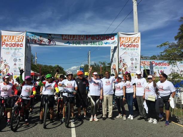 """""""Pedalea por tu salud"""", con ese lema decenas de mujeres recorren en bicicletas el Mirador Sur"""