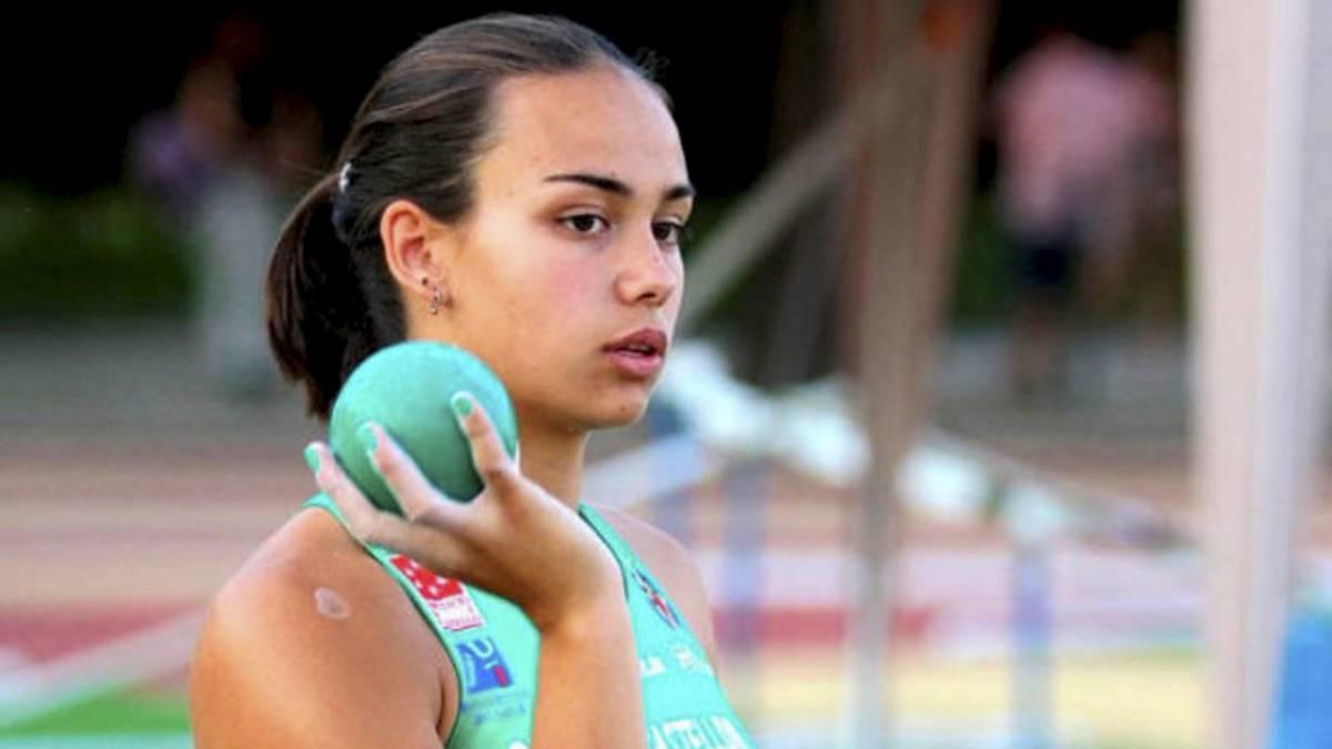 La atleta que ayudó a una rival a pesar de que le amenazaba su marca