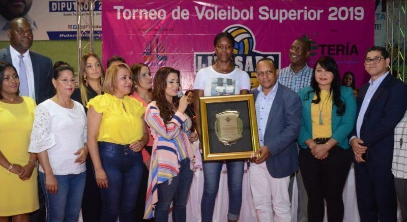 Torneo Voleibol SDO reconoció a Yudelkis Bautista