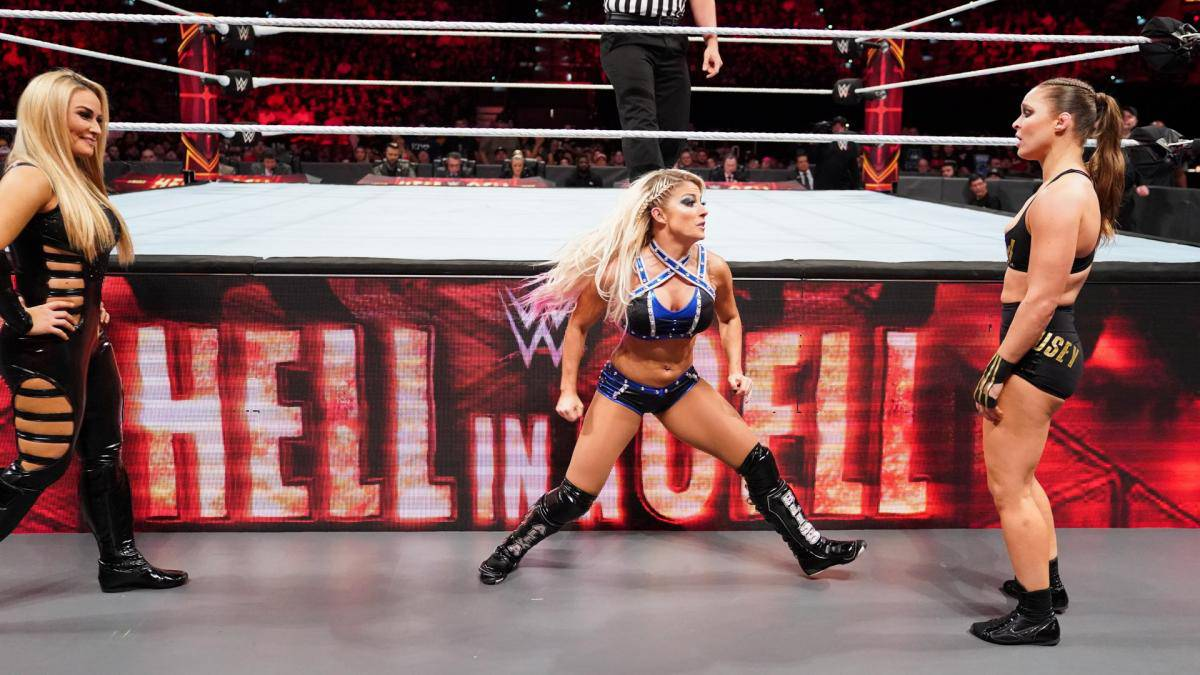 Alexa Bliss quedó muy tocada en su pelea con Ronda