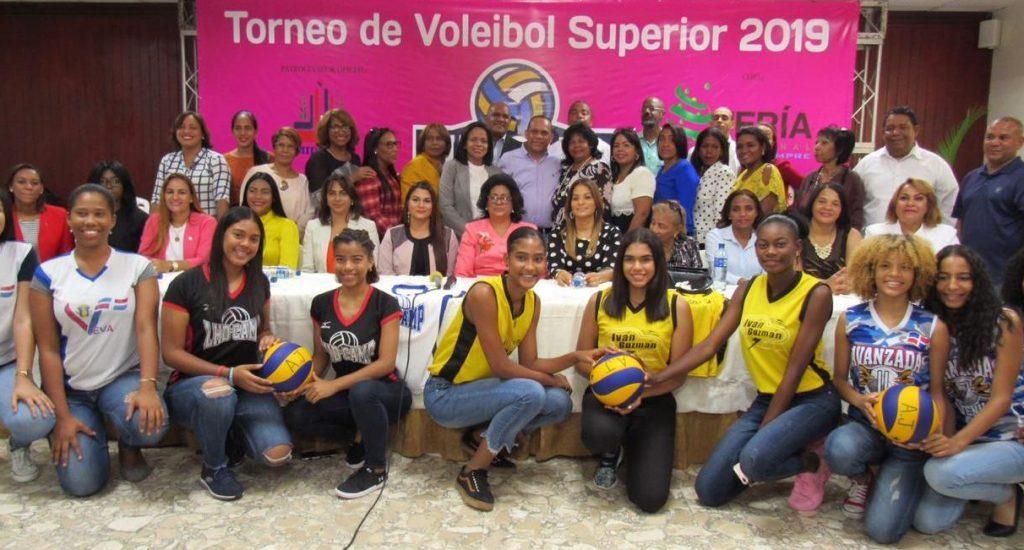 La senadora Lizardo encabezará comité de voleibol femenino SDO