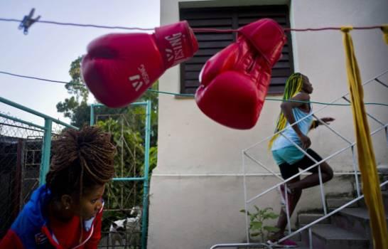 Las cubanas pelean por subir a un ring de boxeo